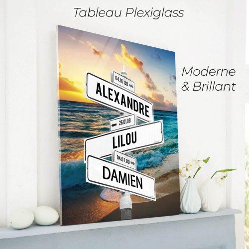 tableau de prenoms personnalise sur plexiglass avec fond plage