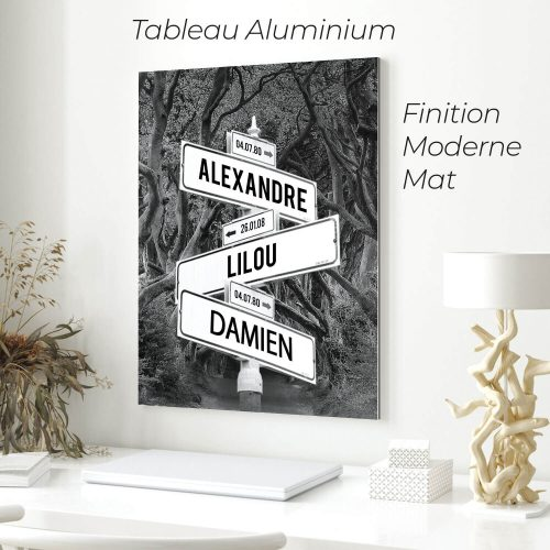 tableau de prenoms personnalise sur aluminium avec fond foret noir et blanc