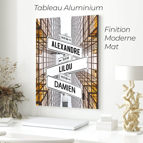 tableau de prenoms personnalise sur aluminium avec fond batiment